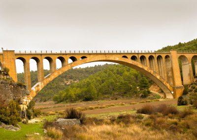Viaducto de San Jorge, en Arguisuelas. Arco de 98 metros de luz y una altura de 32 metros.