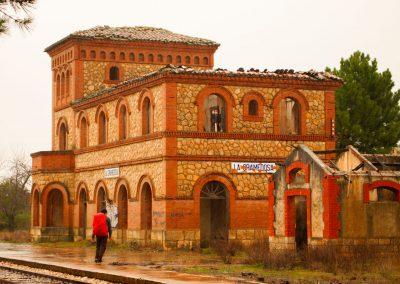 Estación La Gramedosa. Estoy en una nube y soñando porque toco, respiro estos sitios que veía a través de la ventana del tren que me llevaba a Camporrobles.
